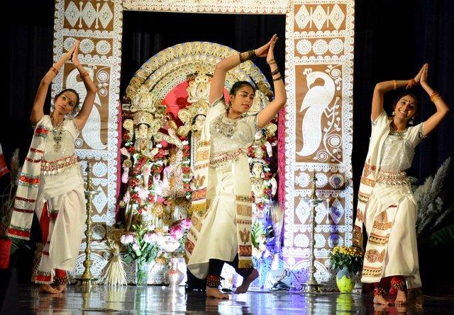 ICI-BIZARRE-Notinee-Dance1.jpg