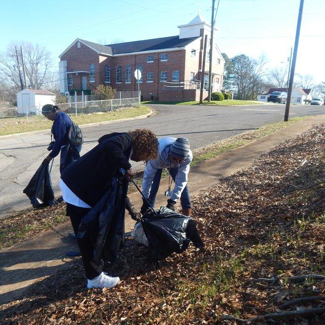 volunteers pick trash_South Pratt 3-4-17.JPG
