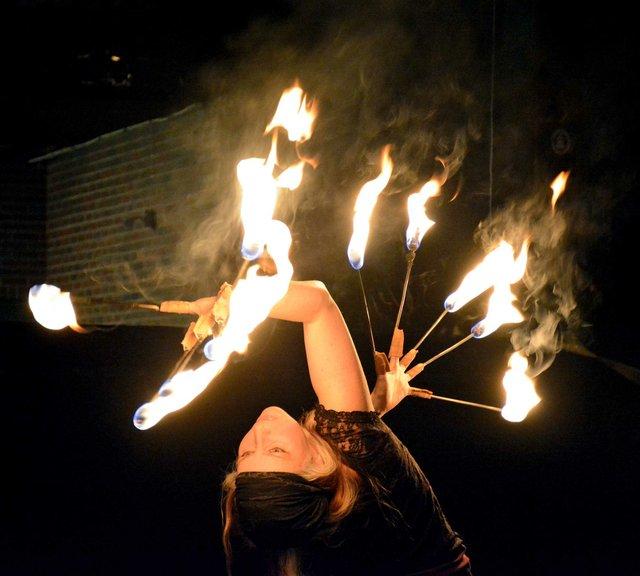 ICI-BIZARRE-Fire-Troupe5b.jpg