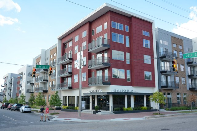 NOTW---Lakeview---Metropolitan-apartment-complex_3.jpg