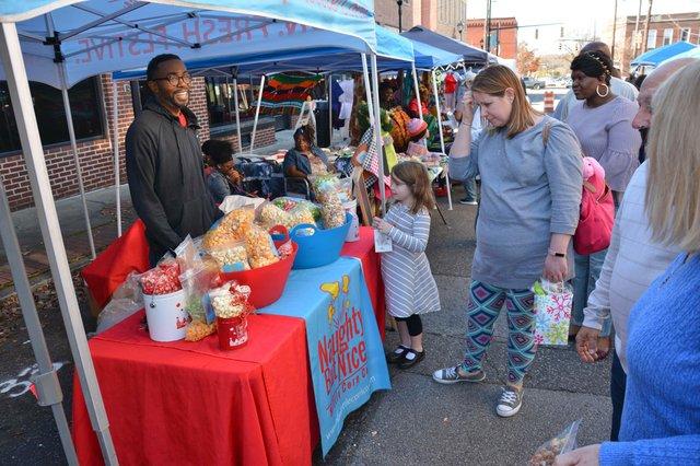 Woodlawn-Street-Market-DEC-2_9.jpg